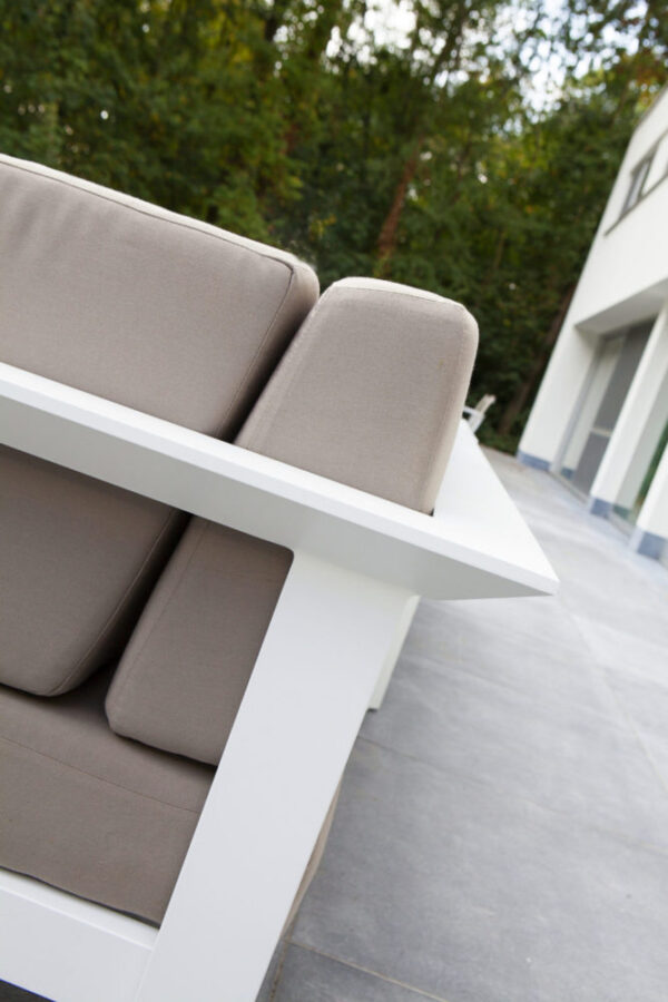 perla gray cushion aluminum detail
